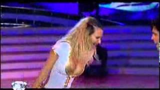 getlinkyoutube.com-Showmatch 2010 - Amalia Granata, una bomba en el reggaetón