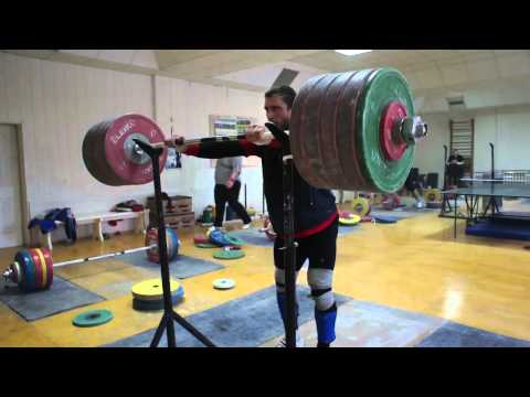 Dmitry Klokov 250kg (550lb) Ass To The Grass Front Squat