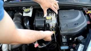 getlinkyoutube.com-How to remove battery and replace on peugeot 307, 308 and Citroen C4