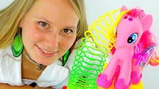 getlinkyoutube.com-Видео для девочек. Pinkie Pie учит Машу играть с пружинкой