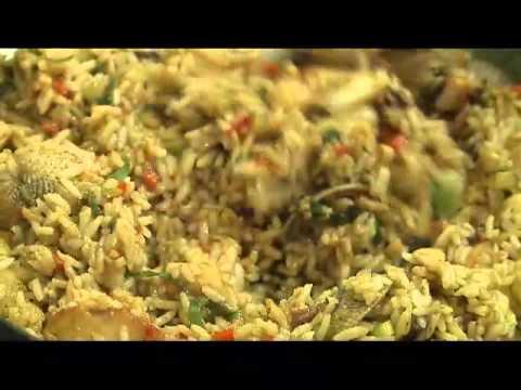 Chinamos le ofrecen venta de comidas durante la romería