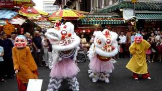 getlinkyoutube.com-Power-packed Lion Dance Performance in Singapore