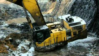 getlinkyoutube.com-Komatsu PC1250 Stuck in mining pit