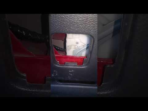 Открытие двери багажника из салона NISSAN TIIDA 1.6 хэтчбек