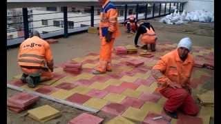 getlinkyoutube.com-Montaj dale pavaje 30 x 30(terasa bloc - suport sapa de beton semiuscata).Montajpavele.com