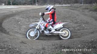 オフロードバイクの「わだちコーナーの基礎」を反復練習