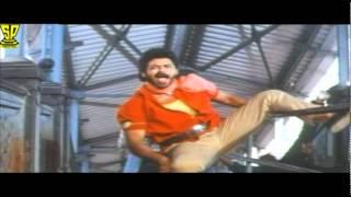 getlinkyoutube.com-Venkatesh comedy fight with vilans batch in Railway station-Coolie No1