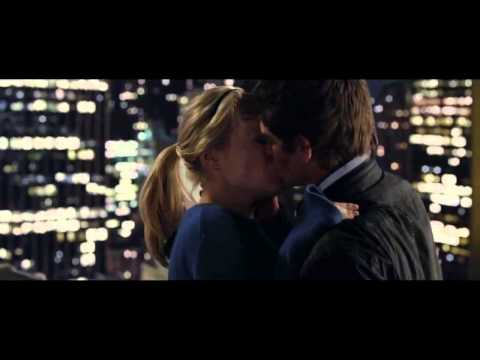 The Amazing Spiderman Peter and Gwen kiss scene (HD)