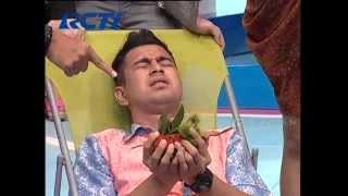 getlinkyoutube.com-Raffi Ahmad Berani Pegang Rambutan - dahSyat 28 Juni 2014