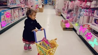 "getlinkyoutube.com-Cute Little Girl  Doing Shopping -TOYS ""R"" US - Toy Shopping Cart"