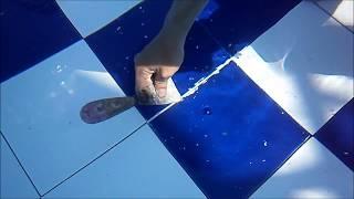 getlinkyoutube.com-Cara Pakai Lem Epoxy DEMP-X (7) -- Mendempul Naat Keramik Kolam Renang Dalam Air