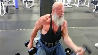 getlinkyoutube.com-Andreas Cahling at 60 - dumbbell biceps curls
