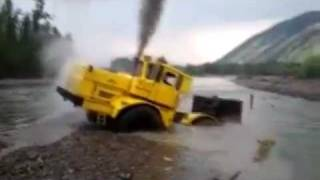 getlinkyoutube.com-A Russian tractor driver refuses to give up after his vehicle gets stuck in a river.