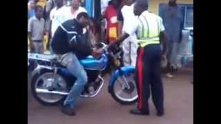 getlinkyoutube.com-Police gets disrespected from jamaican bike rider