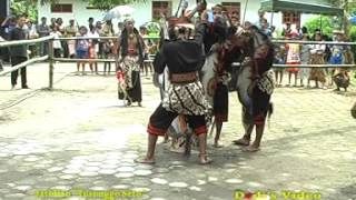 getlinkyoutube.com-Jathilan Turonggo Seto Oglek Makan beling koco, silet ,
