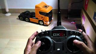getlinkyoutube.com-Tamiya Scania R620 with MFC-01 demonstrating its special functions controlled via a Spektrum DX6i