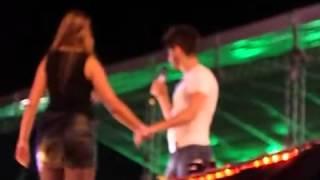 getlinkyoutube.com-Gusttavo Lima beija fã duas vezes em Rio Preto - SP