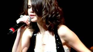 getlinkyoutube.com-Selena Gomez covering Bidi Bidi Bom Bom - Selena Quintanilla