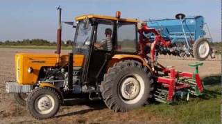 getlinkyoutube.com-Siew pszenicy, pszenżyta i nawozu 2011 Ursus c-360 3P + agregat uprawowo-siewny Agro-masz