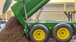 getlinkyoutube.com-RC John Deere Tractor BIG Tipper ACTION!
