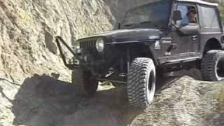 getlinkyoutube.com-Suzuki vs Jeep Desert Trail