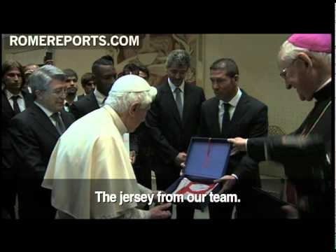Benedict XVI meets with Spanish soccer club Atletico Madrid