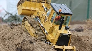 getlinkyoutube.com-RC CATERPILLAR 963B TRACK LOADER AT THE RC CONSTRUCTION SITE WITH COMMENT