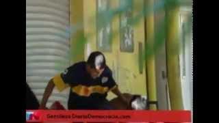 getlinkyoutube.com-Comerciante se defiende a tiros -  Saqueos 21/12/2012 Argentina