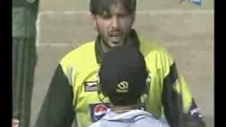 getlinkyoutube.com-Afridi vs Gautam Gambhir Full Maa Bhen