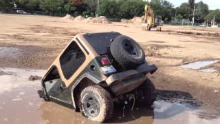 getlinkyoutube.com-jeep got stuck in what seems to be a puddle
