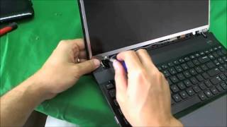 getlinkyoutube.com-Samsung NP300E5A, NP300E5C, NP300E5E, NP300E7A Screen Replacement