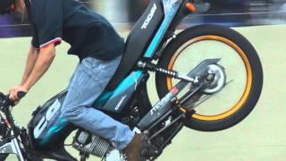 getlinkyoutube.com-Quarta Verde Maneuvers Manobras De Motos Wheeling Freestyle  RL Autodromo De Campo Grande MS