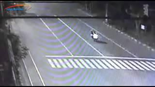 getlinkyoutube.com-Lima Kecelakaan Tragis di Solo Terekam CCTV
