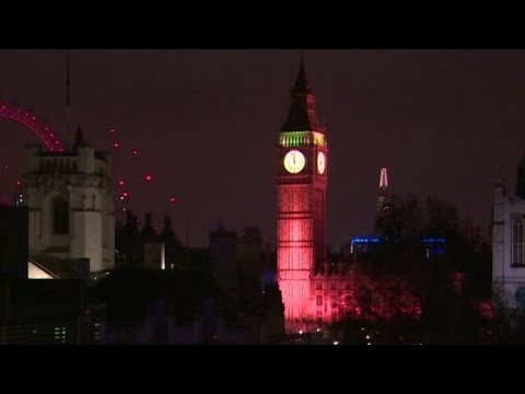 Big Ben lit up to honor victims of London attack