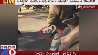 getlinkyoutube.com-PSI Gaviraj Allegedly Threatened car driver, Villagers ocked Empty House