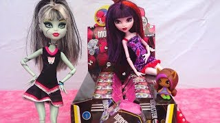 getlinkyoutube.com-Opening Monster High Minis Surprise Boxes - Draculaura, Clawdeen, Frankie, Cleo Surprise Toys