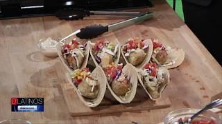 Eddie Garza prepara junto a Jesús González deliciosos tacos veganos