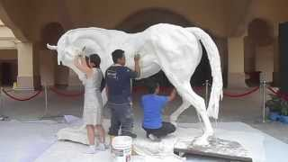 getlinkyoutube.com-UNVEILING OF A LIVE-SIZED HORSE SCULPTURE