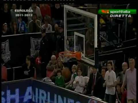 """Grande Bomba"" di Gianluca Basile (Bilbao vs. Cantu 64-67 # Euroleague # 07/12/11)"