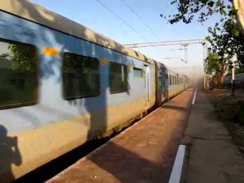 12002 New Delhi Bhopal Shatabdi Express fastst train at 150 kmph speed