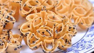 getlinkyoutube.com-Crispy Lotus Blossom Cookie (Thai Dessert) – Kanom Dok Jok ขนมดอกจอก