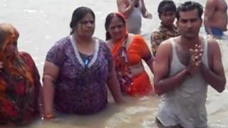 getlinkyoutube.com-Ganga Snan With Family