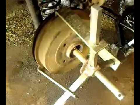 Замена задних тормозных колодок на RENAULT LOGAN.Видео.