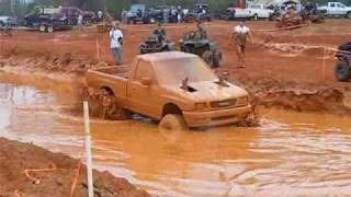 getlinkyoutube.com-ISUZU truck in the bog pit