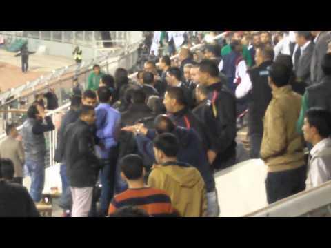 طوشة المنصة في مباراة الفيصلي والوحدات بسبب باسم فتحي 21-3-2013