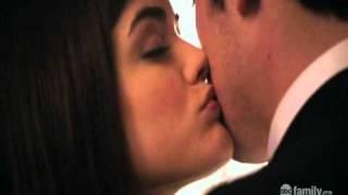 getlinkyoutube.com-Pretty Little Liars- Pilot- Aria&Ezra before Alison's funeral