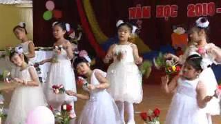 getlinkyoutube.com-Lớp 4 múa bài Bông hồng tặng cô.flv
