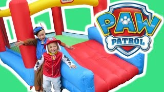 getlinkyoutube.com-PAW PATROL Pups Bounce In Little Tikes Bounce House + Paw Patrol Chase & Skye a Paw Patrol Parody