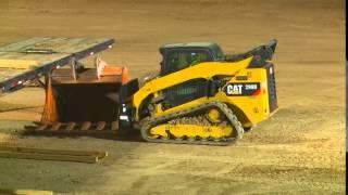 getlinkyoutube.com-John Deere 333E track loader vs Competition 5500 LB lift