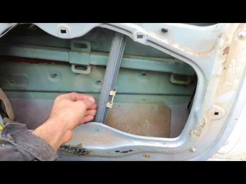 Где находится моторчик стеклоподъемника у Renault Laguna 2